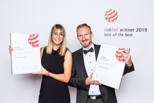 "Stolz trägt man bei Schneider den Red Dot als ""Best of the Best- Office Brand"""